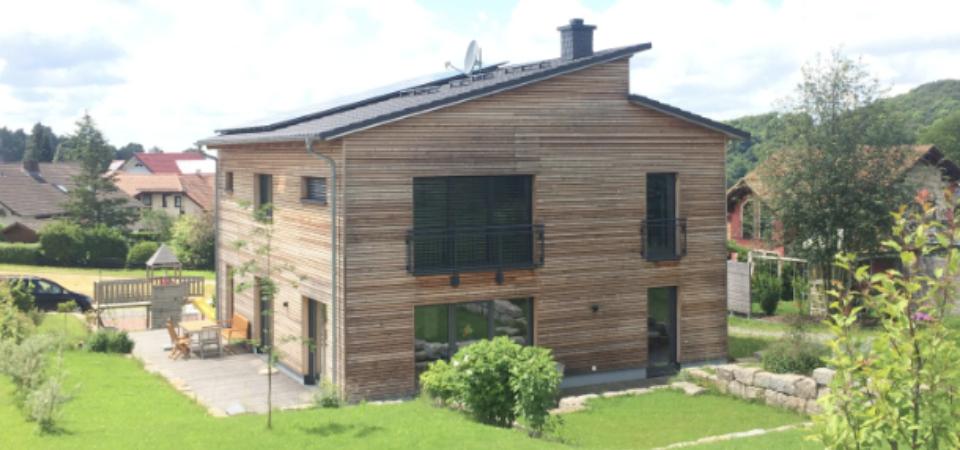 Stadtvilla mit Holzfassade